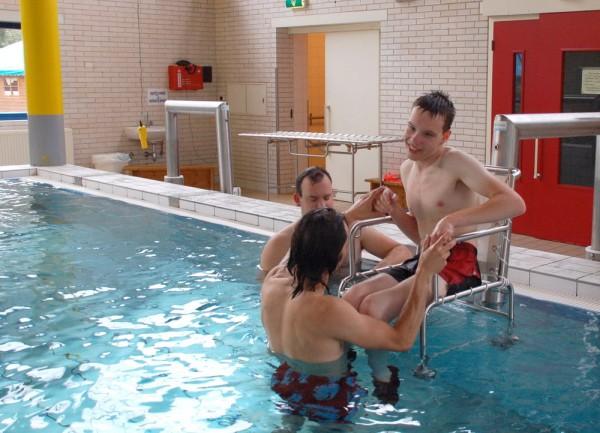 zwembad tillift rolstoel.jpg